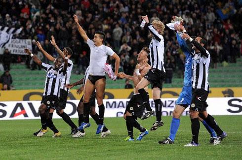 Sau mùa giải trước thành công, Udinese tiếp tục gây bất ngờ khi thăng hoa và dẫn đầu bảng Serie A sau 8 vòng. Ảnh: AFP.