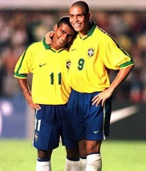 Ronaldo và Romario thời còn khoác áo Brazil năm 1997.