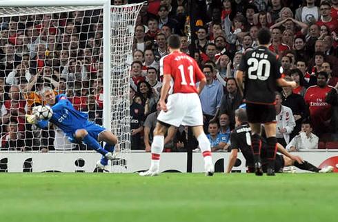 Arsenal thua đậm trong trận đấu thứ 200 dưới thời ông Arsene Wenger.