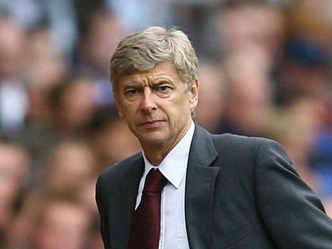 HLV Arsene Wenger bác lại những người phản đối quyết định thay người trong trận Arsenal gặp MU.