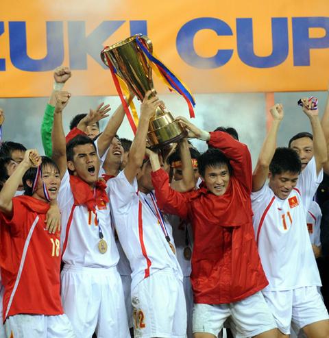Bóng đá Việt Nam chỉ một lần giành được vinh quang trên đỉnh cao Đông Nam Á trong vòng 12 năm qua.