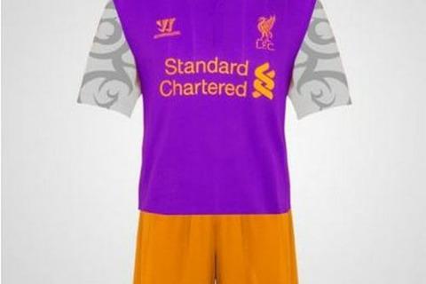 Trang phục thi đấu phụ của Liverpool theo phác thảo của