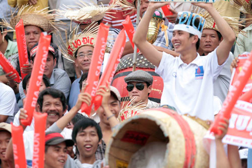 CĐV cuồng nhiệt ở chung kết giải U21 Ninh Thuận