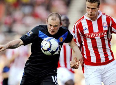 Stoke nổi tiếng với lối chơi khó chịu nhưng luôn phải nhận kết quả kém trước MU.
