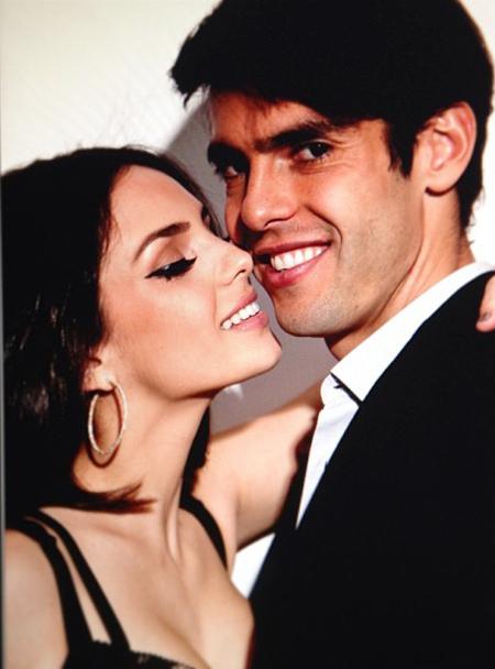 Hôm 22/4 vừa qua, Kaka đón sinh nhật tuổi 31 đầy ý nghĩa bên tổ ấm bé nhỏ. Ngôi sao người Brazil là hoàng tử trong mộng của hàng triệu thiếu nữ bởi vẻ bảnh trai và sự chung thủy, son sắt với bà xã Caroline Celico.
