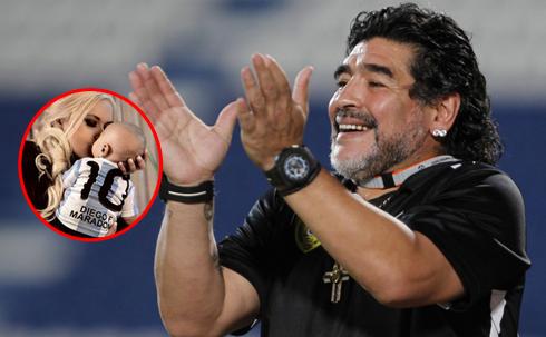 Maradona lần đầu về thăm con trai kể từ khi cậu bé chào đời. Ảnh: SG.