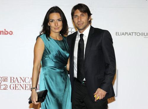 Ngày 10/6 tới đây, HLV Antonio Conte của Juventus cũng chia tay cuộc sống độc thân bằng một hôn lễ ngọt ngào với người bạn gái lâu năm Elisabeth Muscarello tại Turin.