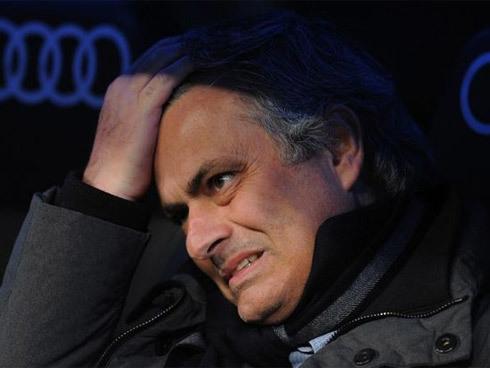Mourinho-1370871018_500x0.jpg