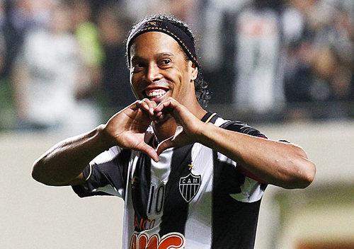 Ronaldinho-1374807436_500x0.jpg