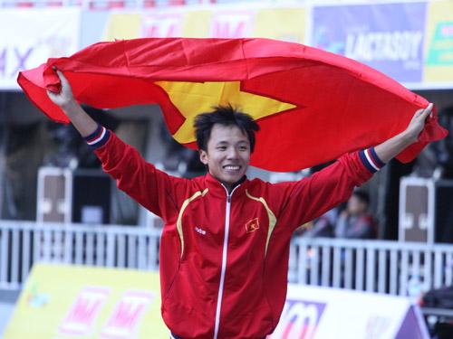 Nguyễn Văn Hùng phá kỷ lục SEA Games nhảy ba bước