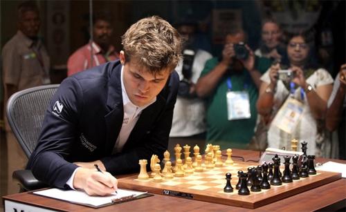 Carlsen giành chiến thắng ngay trên sân nhà Ấn Độ của Anand- the thao