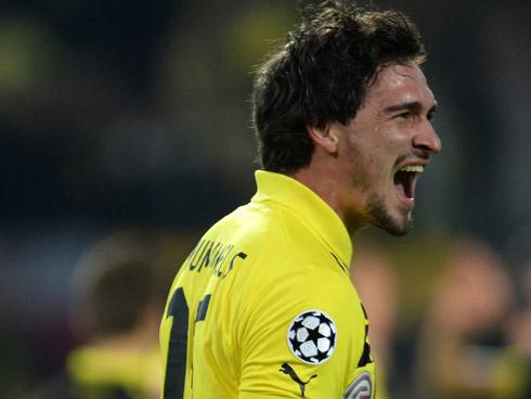 Dortmund tái chiếm ngôi nhì Bundesliga