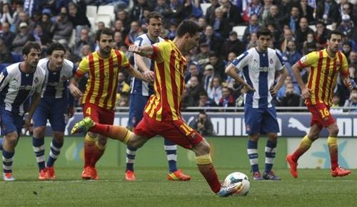 Messi nâng bước Barca ở derby Catalan