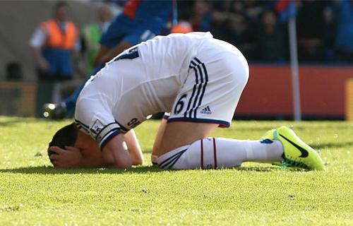 Terry phản lưới, Chelsea thua Crystal