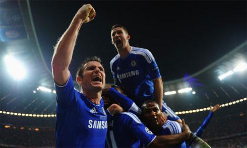 Evra mượn giấc mơ năm 2012 của Chelsea