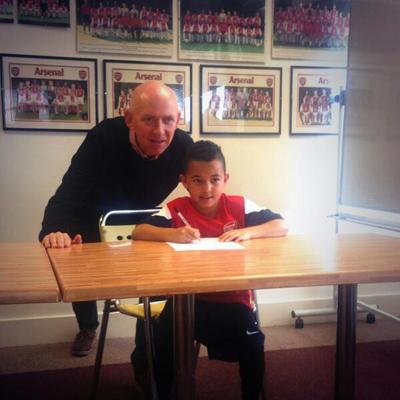Con trai sao Man Utd gia nhập Arsenal