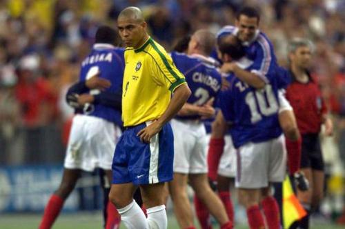 Ronaldo Béo tiết lộ về vụ bất tỉnh ở World Cup 1998