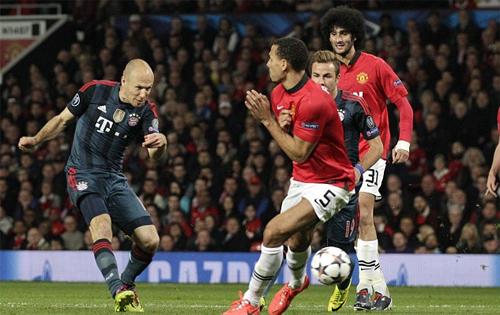 Ferdinand trách Ferguson bỏ lỡ cơ hội mua Robben