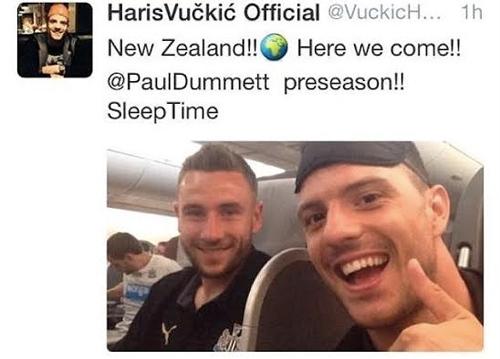 Cầu thủ Newcastle đăng ảnh cười toe toét sau thảm kịch MH17