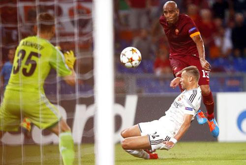 Roma làm lu mờ Bayern và Man City ở bảng tử thần