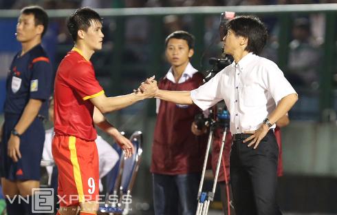 Công Vinh bật mí cách HLV Miura nâng thể lực cho Olympic Việt Nam