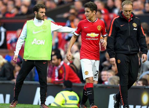 Sao Man Utd chấn thương vì va chạm với trọng tài