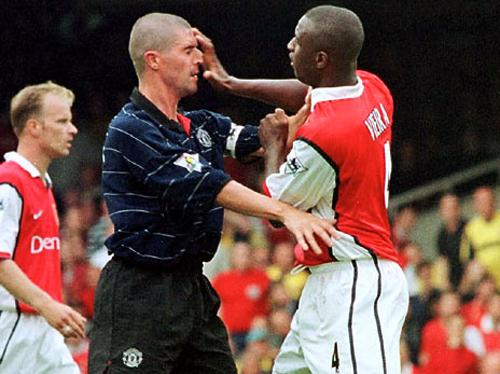 Keane nhớ thời khốc liệt với Vieira và suýt đập Rooney vì chiếc điều khiển