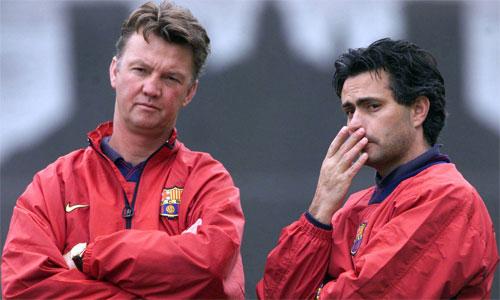 Van Gaal khen Mourinho khiêm tốn, giàu tình cảm