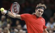 Roger Federer vất vả vào vòng ba Paris Masters