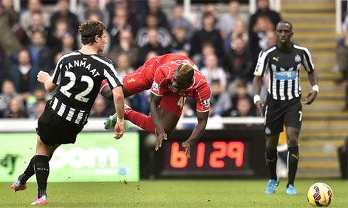 Liverpool 'tiếp lửa', giúp Newcastle thắng trận thứ tư liên tiếp