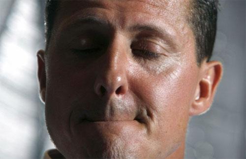 Schumacher bị liệt, phải ngồi xe lăn và chưa nói được