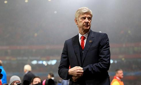 Wenger mỉa mai yêu cầu sa thải của CĐV