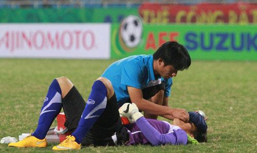 Chấn thương liên tiếp đổ xuống tuyển Việt Nam