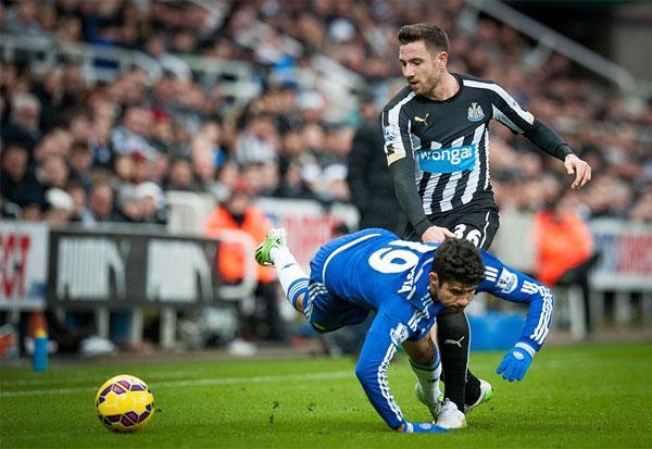 Newcastle 2-1 Chelsea: Đứt mạch bất bại tại tử địa St James' Park