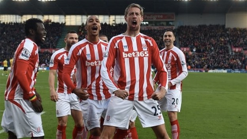 Stoke City 3-2 Arsenal: Trở lại mặt đất