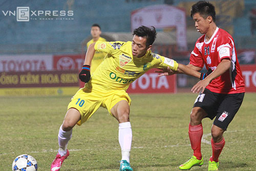 Tuyển thủ U19 Việt Nam cứu thua cho đội bóng của bầu Hiển