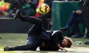 Mancini bị học trò sút bóng vào mặt