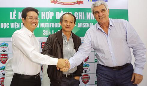 Bầu Đức mở học viện bóng đá tại TP HCM