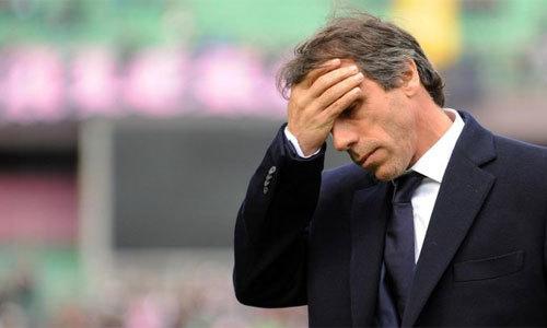 Zola bị CLB Serie A sa thải chỉ sau 10 trận