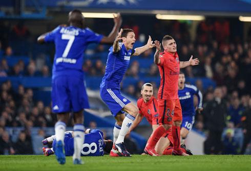 Ibrahimovic: 'Tôi bị 11 đứa trẻ của Chelsea bao vây'