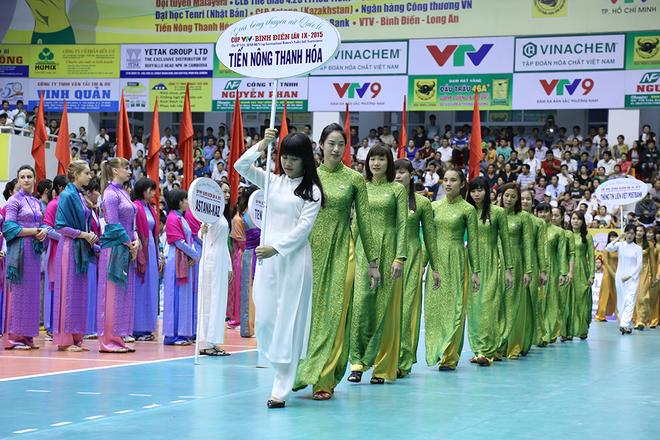 Duyên dáng áo dài tại Giải bóng chuyền nữ quốc tế VTV - Bình Điền 2015