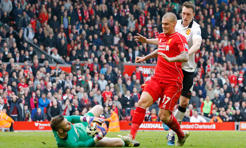Skrtel-stamp-on-De-Gea-6064-1427296523.j