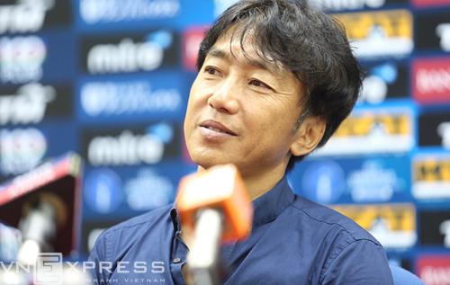 HLV Miura: 'Olympic Việt Nam may mắn thắng đậm vì trời mưa'