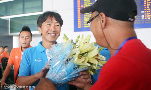 Olympic Việt Nam trở về trong vòng tay CĐV
