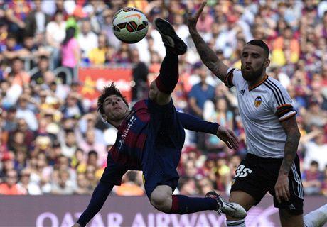 Messi ghi bàn thứ 400 cho Barca