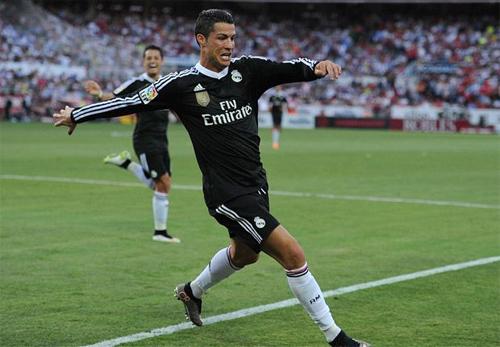 Ronaldo lập hat-trick, Real ngoan cường bám riết Barca