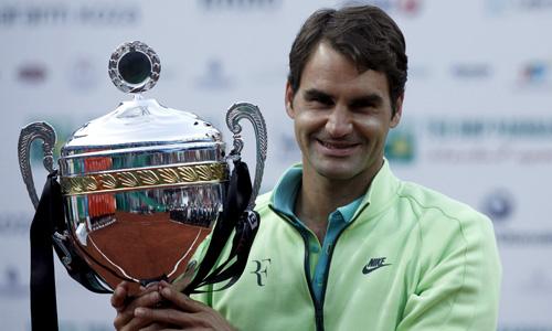 Danh hiệu trên mặt sân đất nện Istanbul Open hứa hẹn sẽ tiếp thêm tự tin cho Federer khi anh hướng đến mục tiêu đăng quang ở Grand Slam đất nện - Roland Garros. Ảnh: Reuters.
