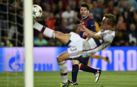 Đại thắng Bayern, Barca đặt một chân vào chung kết Champions League