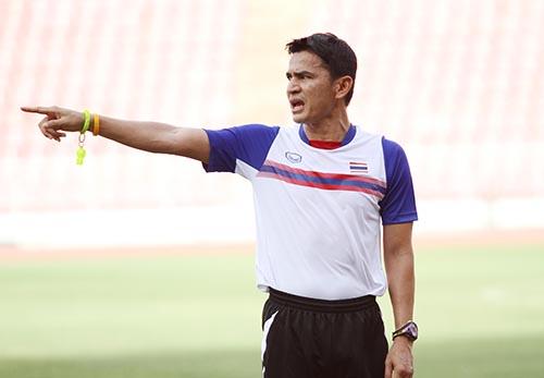 HLV Kiatisuk chỉ sang Singapore nếu U23 Thái Lan vào chung kết