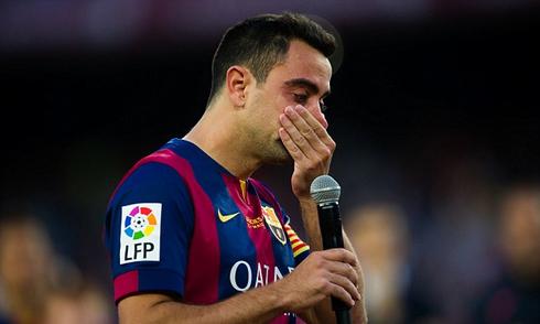 Xavi khóc trong ngày Barca nâng Cup vô địch Liga